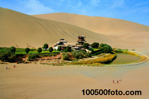 Оазис «Полумесяц» в пустыне Гоби (Китай)