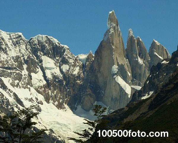 Серро-Торре на границе Аргентины и Чили