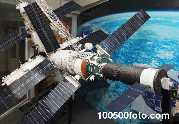 Космическая станция «Мир» (цена $4,2 млрд.)