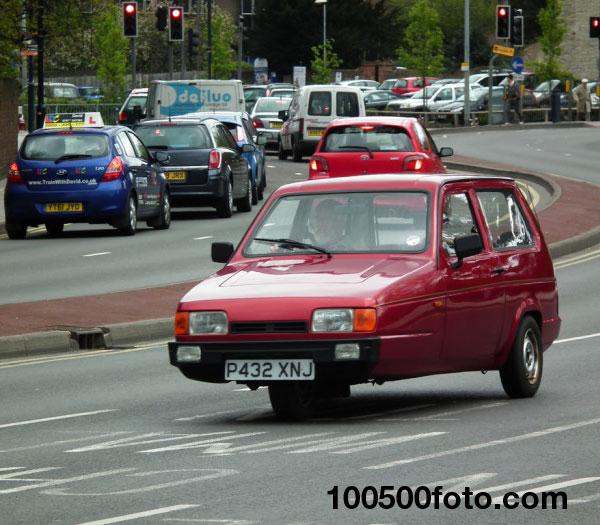 Трехколесный автомобиль Reliant Robin