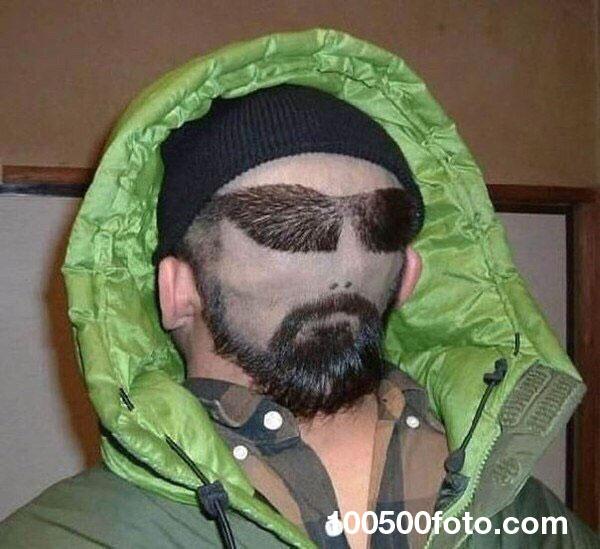 Лицо, выбитое в волосах