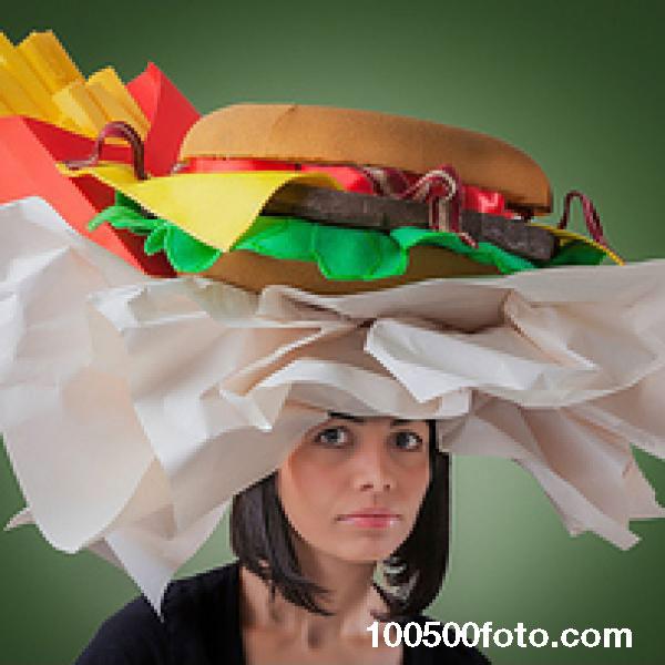 Головной убор, напоминающий гамбургер