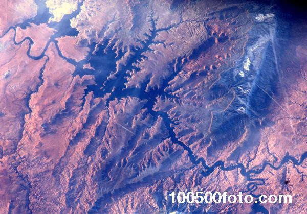 Река Колорадо и озеро Пауэлл, которые являются одними из красивейших мест в Соединенных Штатах, рекомендованные к посещению летом