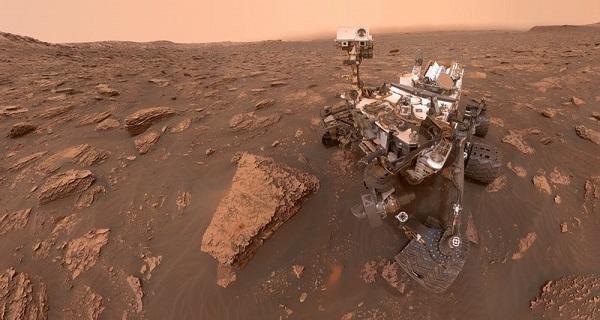 Марсоход Curiosity  во время бури