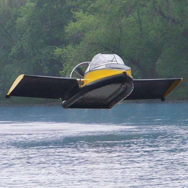 Летающий катер на воздушной подушке