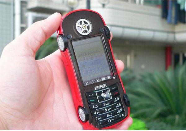 Телефон в виде автомобиля Феррари