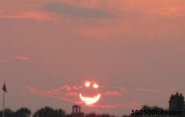 Закатный смайлик от солнца