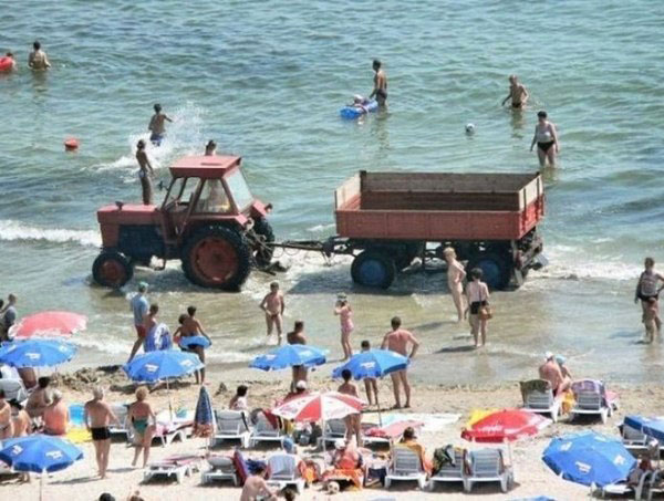 Трактор на пляже