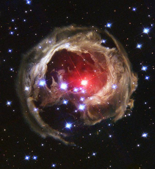 Супергигантская звезда в созвездии Единорога