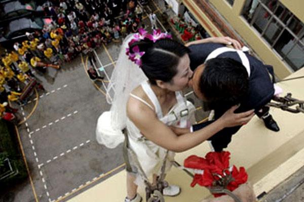 Экстремальное бракосочетание скалолазов
