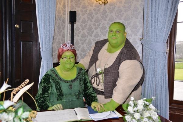 Бракосочетание по мотивам популярного мультфильма о зеленом людоеде