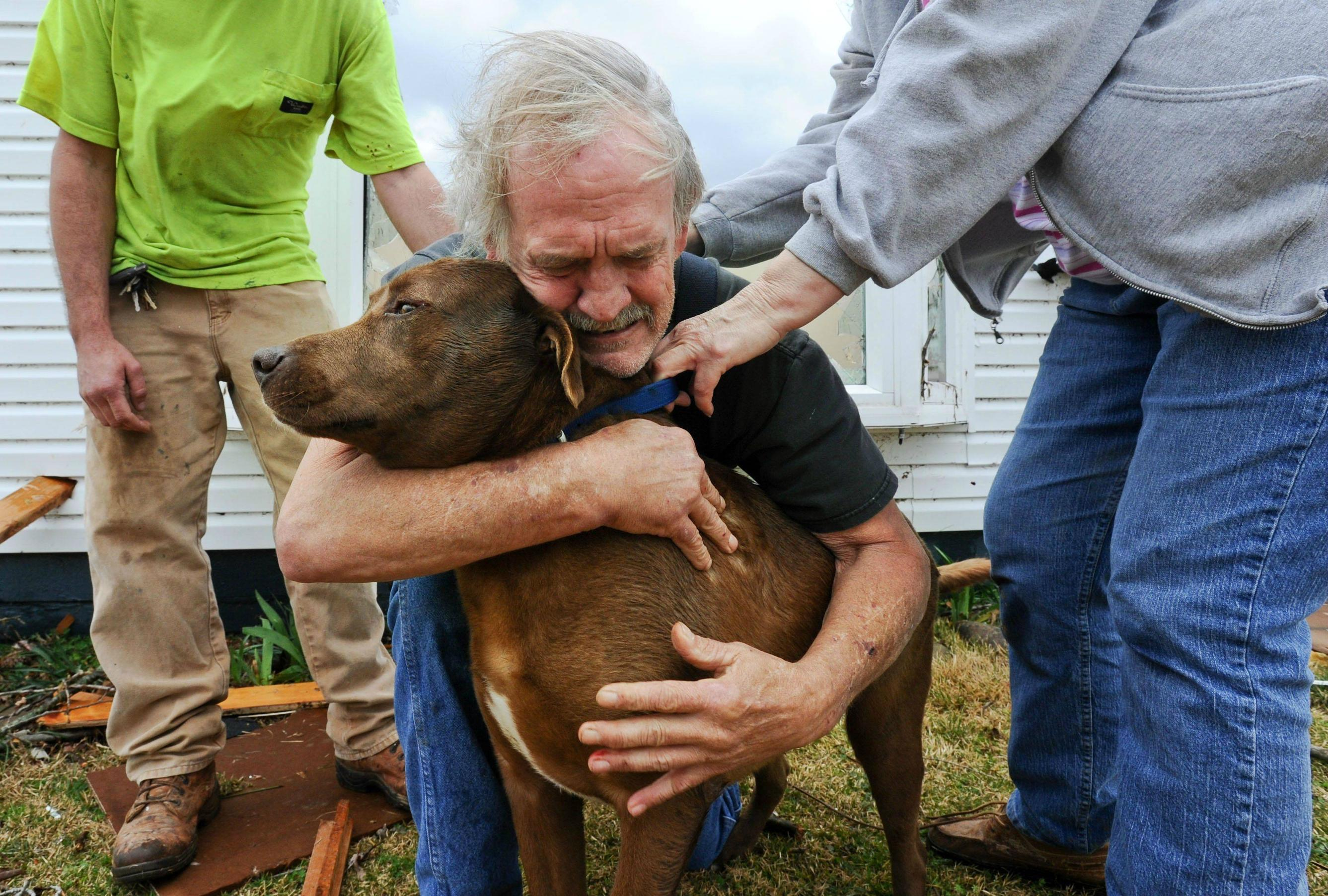 man-finds-his-best-friend-after-tornado