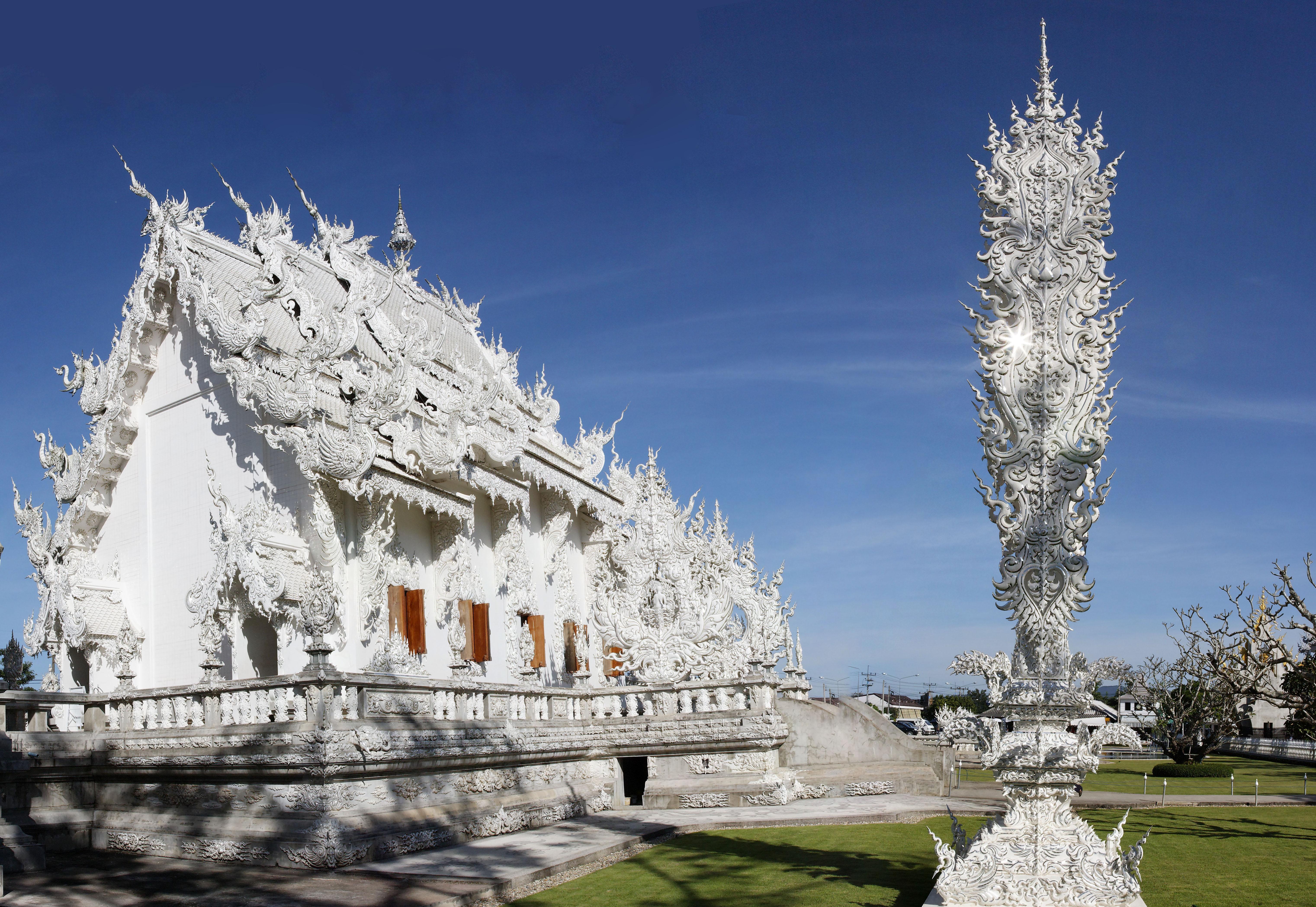Wat_Rong_Khun-pano-1