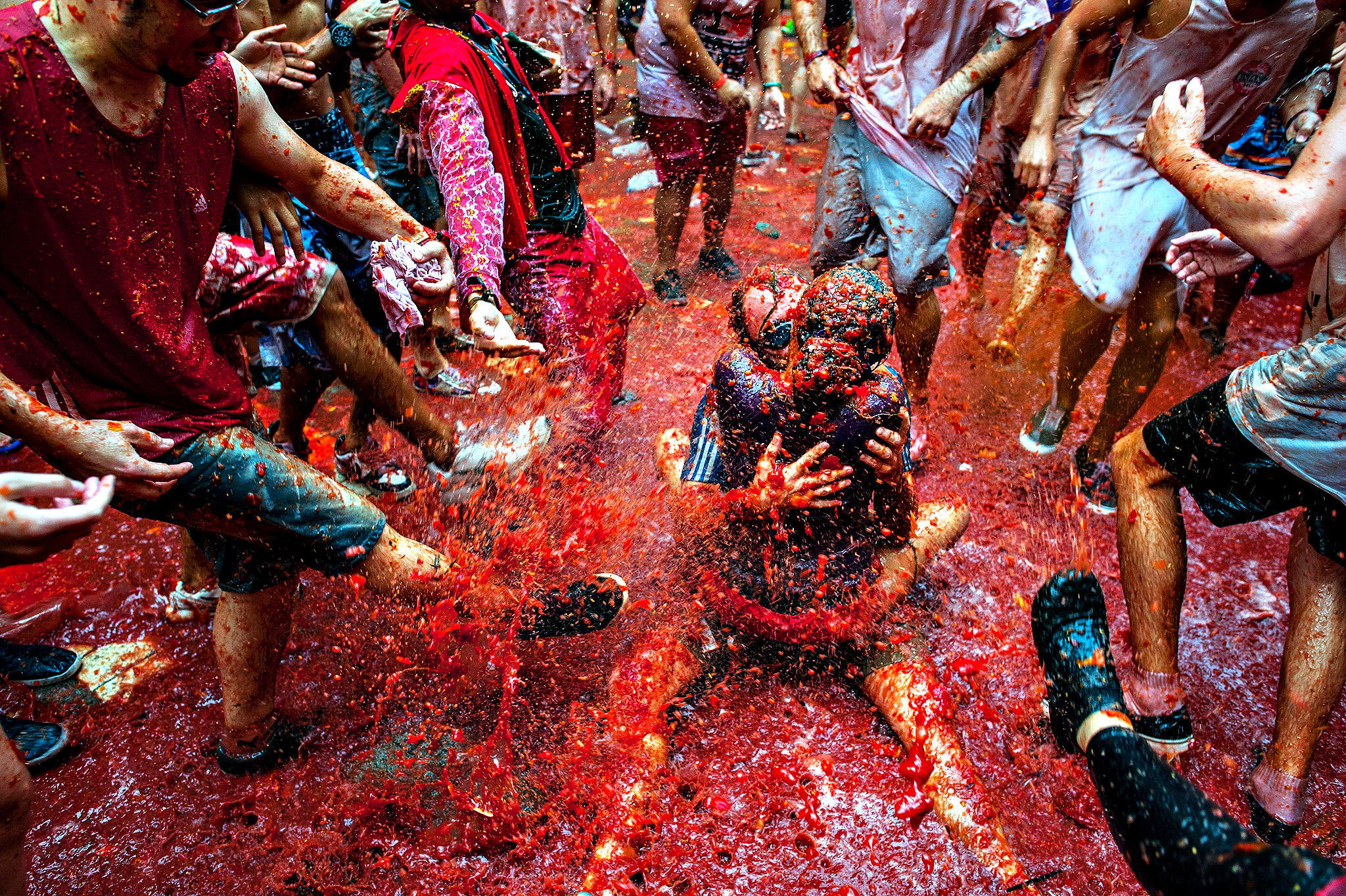 The World's Biggest Tomato Fight At Tomatina Festival 2013...BUN