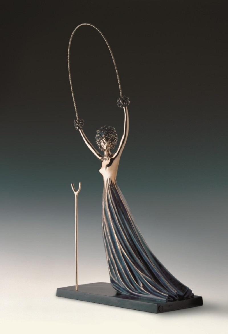 Алиса в стране чудес представлена на выставке в Петербурге