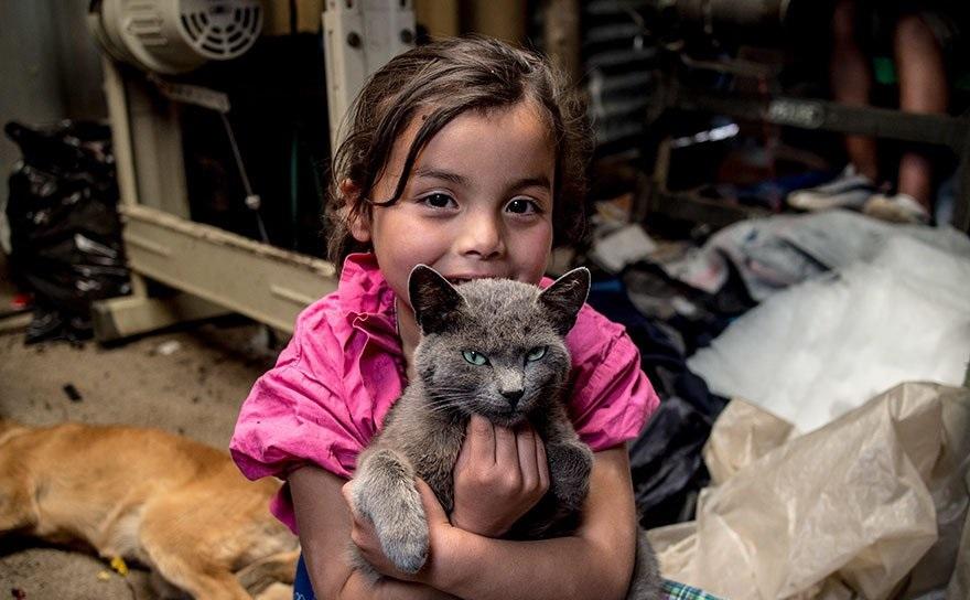 Колумбийские дети любят домашних животных