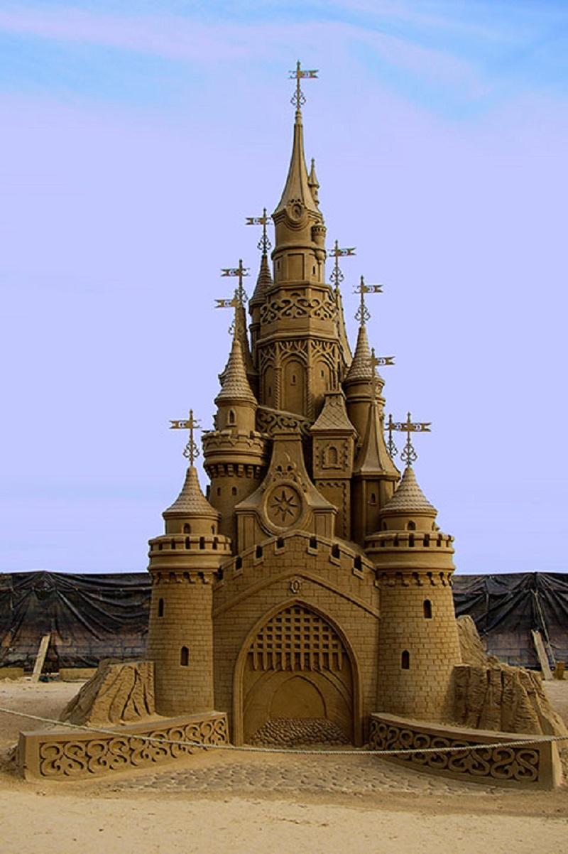 Самыя высокая фигура 2016 года - Сказочный замок