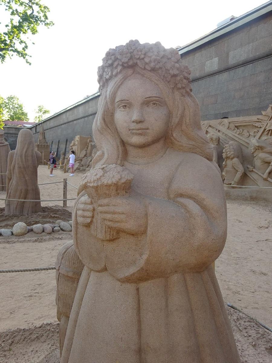 Девочка из песка - символ величия России