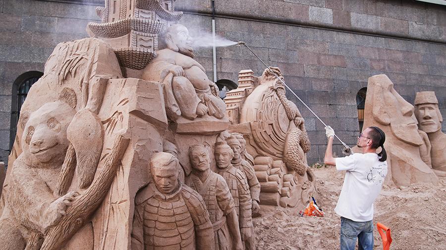 Работа над созданием скульптур продолжается