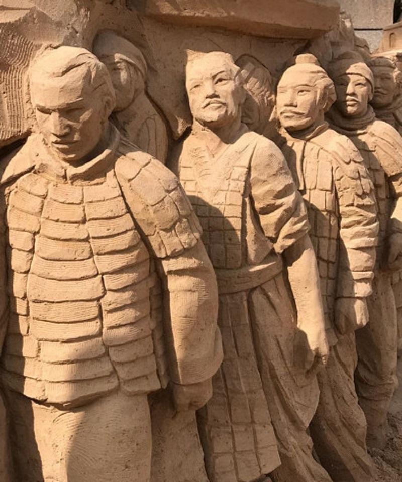 Открылась выставка песчаных скульптур