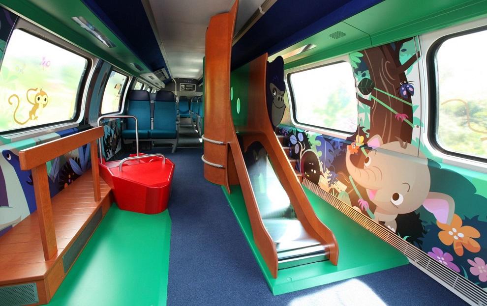 В швейцарских вагонах есть детские зоны