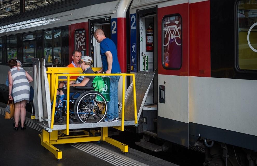 Швейцарские железные дороги перевозят людей с ограниченными возможностями