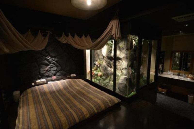 Тёмная спальня
