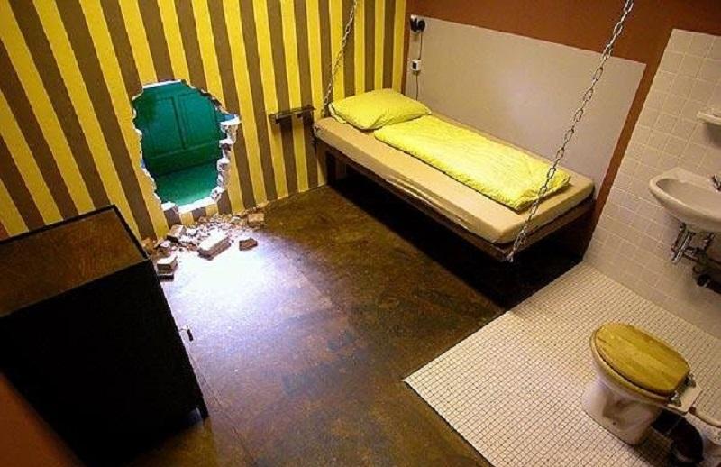 Спальня как в тюрьме