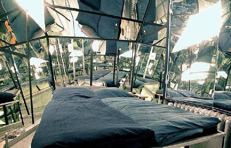 Зеркальная спальня