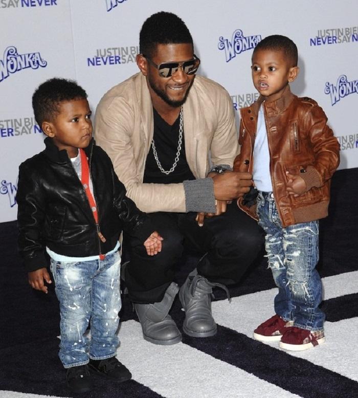 Ашер сам воспитывает двоих сыновей