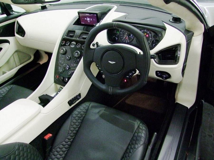 Aston Martin Vanquish-08