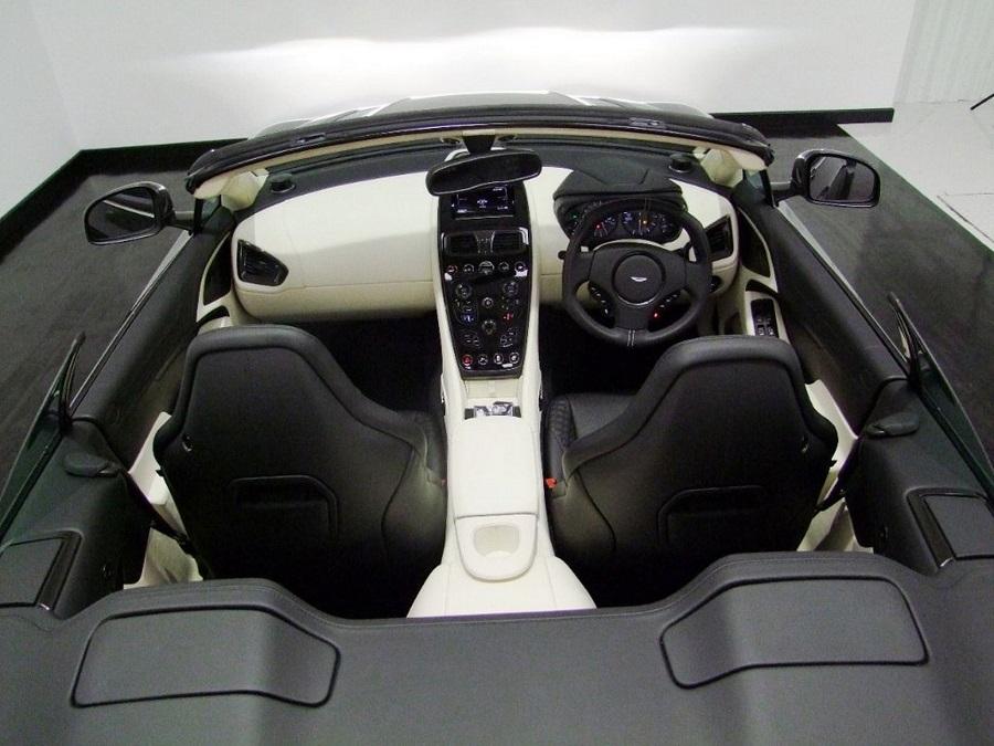 Aston Martin Vanquish-12