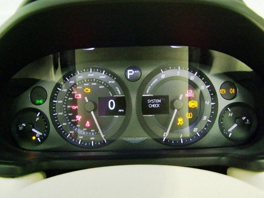 Aston Martin Vanquish-13