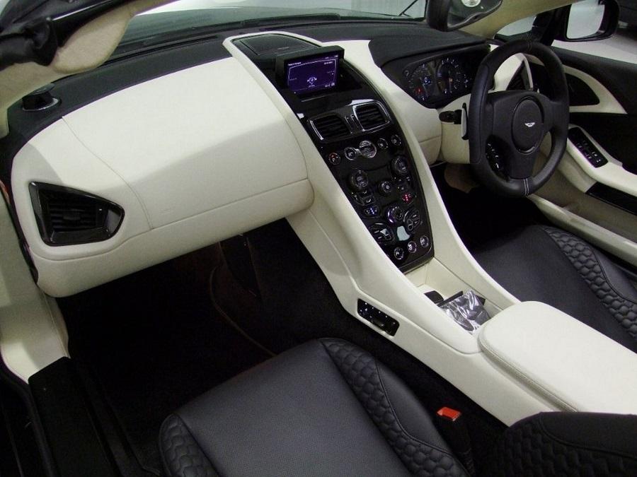 Aston Martin Vanquish-14