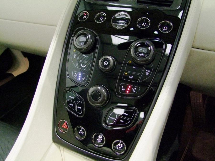 Aston Martin Vanquish-15