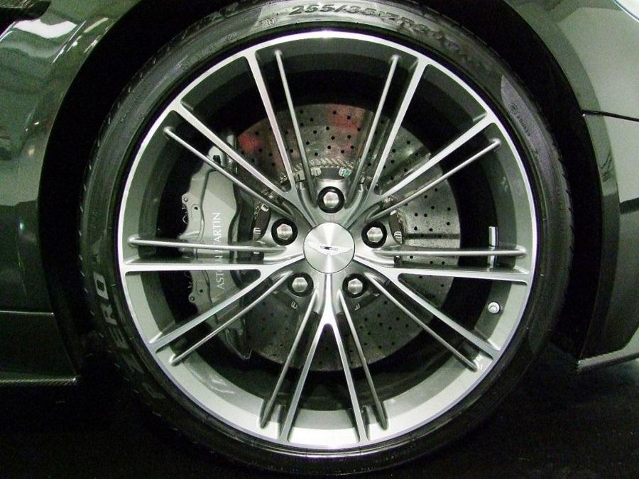 Aston Martin Vanquish-16