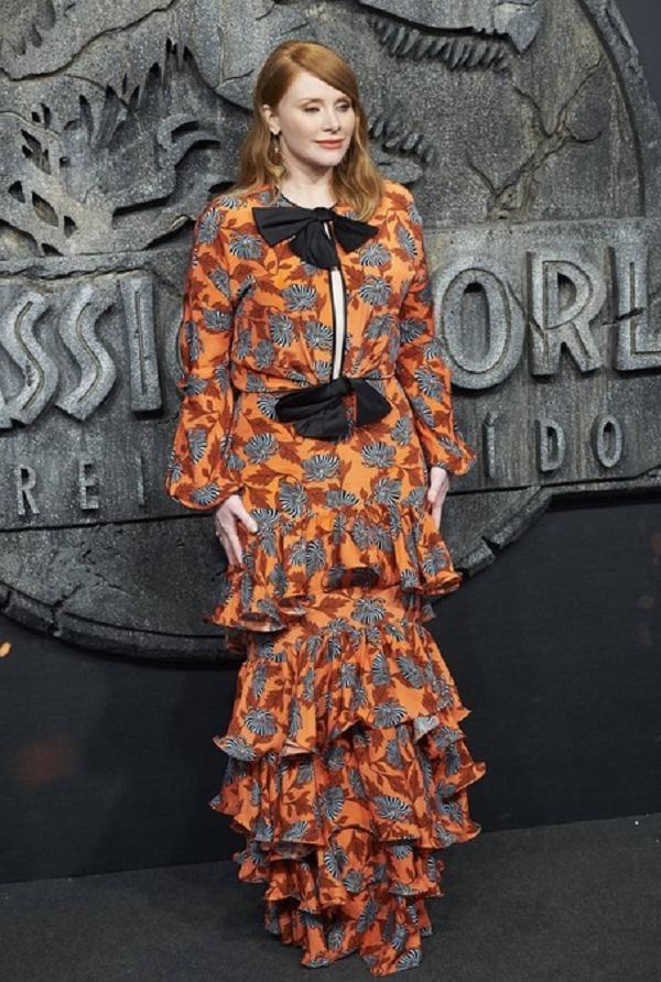Брайс Даллас Ховард выбрала для премьеры яркое платье