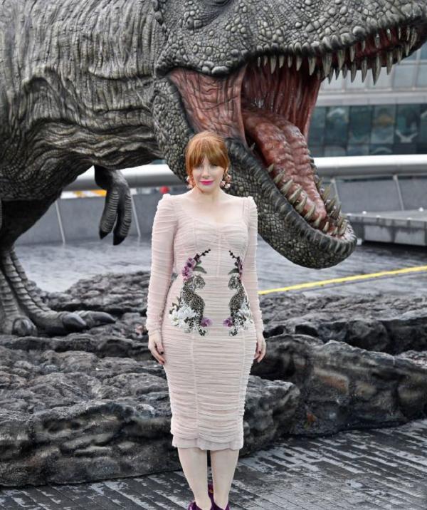 Брайс Даллас Ховард выбрала платье в тон цвета кожи