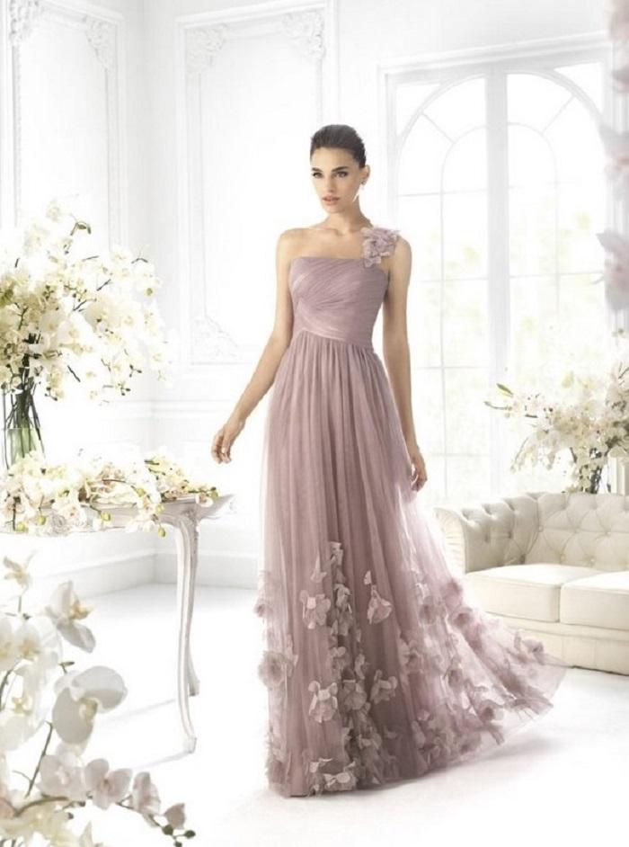 Платье в пол смотрится очень женственно и романтично
