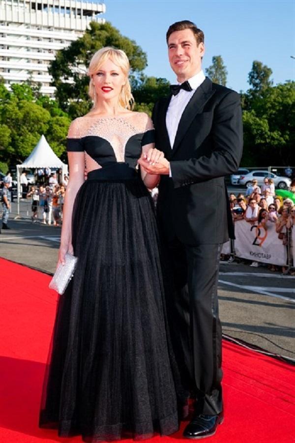 Супруга Дмитрия Дюжева пришла под стать своему мужу