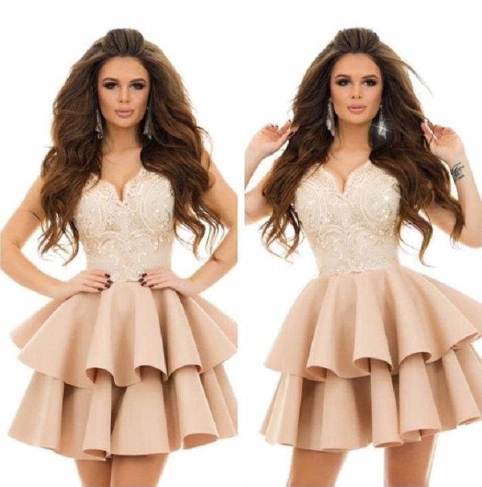 Очень красиво смотрится короткое платье с многослойной юбкой