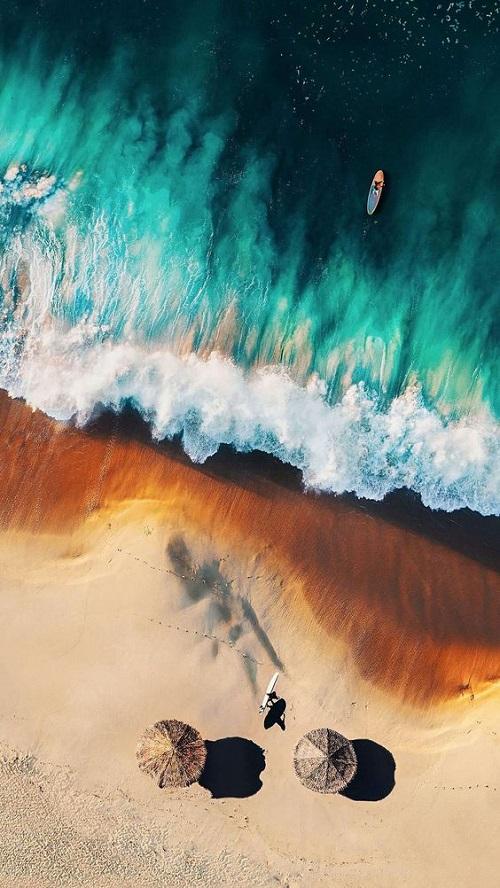Невероятной красоты море с высоты птичьего полёта