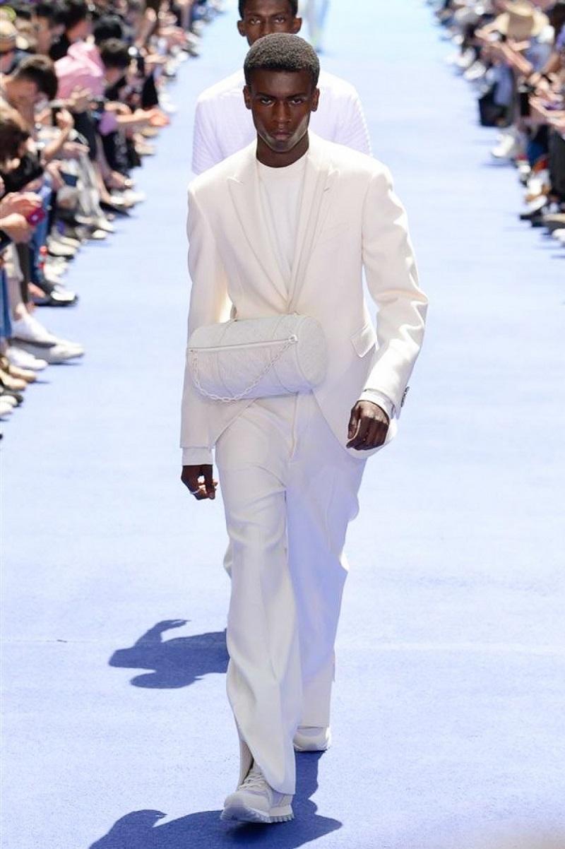 Вирджи Абло одел мужчин