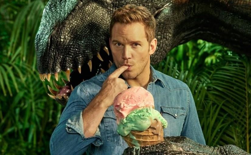 Актёры фильма «Мир Юрского периода 2» Крис Прэтт и Брайс Даллас Ховард на открытии гигантского тиранозавра в Лос Анджелесе
