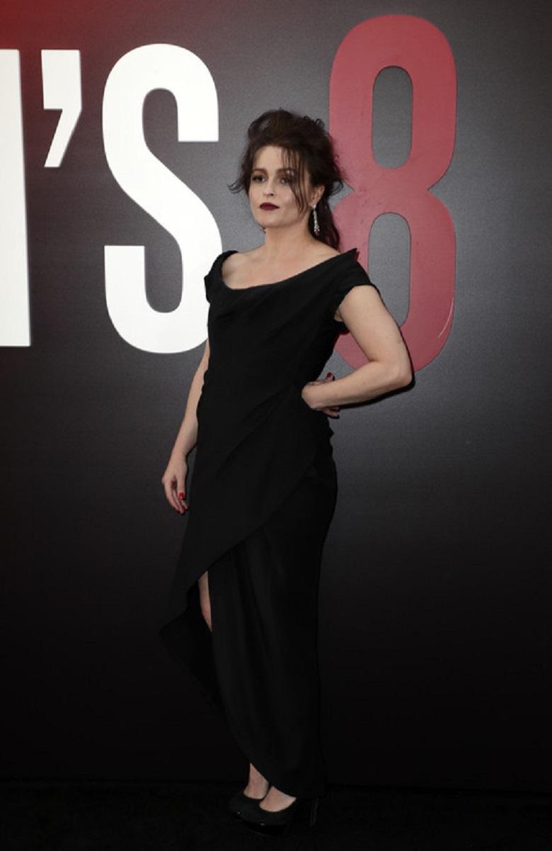 Хелена Бонем Картер пришла на премьеру в строгом платье