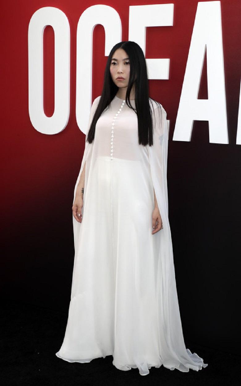 Аквафина пришла на премьеру в белом