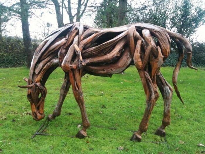 конь из корней