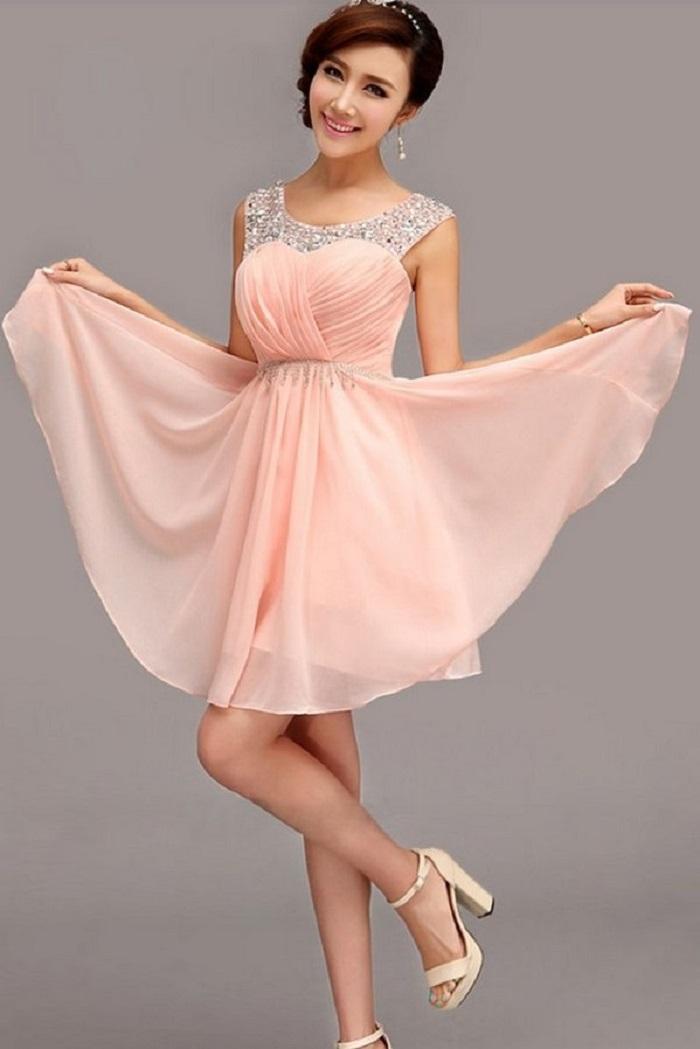 Нежный оттенок платья подчеркнёт вашу юность