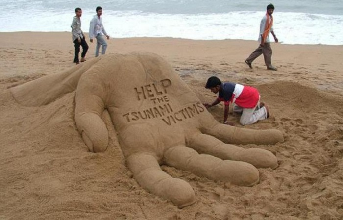 Художники из песка создают шедевры