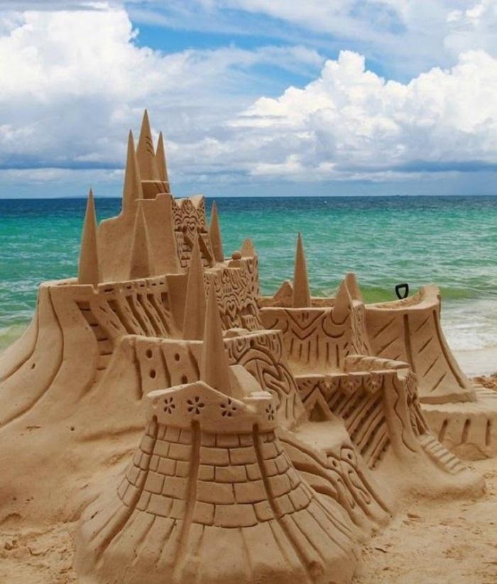 Песчаные скульптуры поражают своей масштабностью